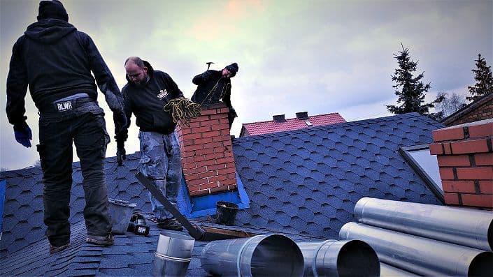 montaż wkładu kwasoodpornego w kominie po frezowaniu